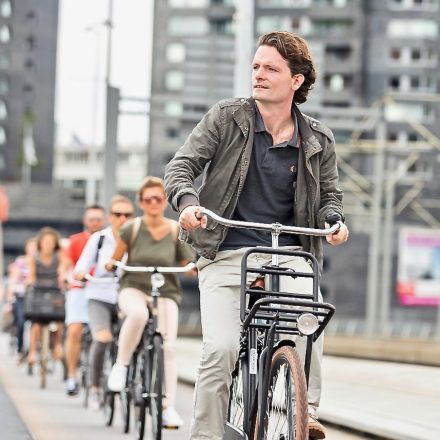 Food tours over the Erasmus bridge by bike